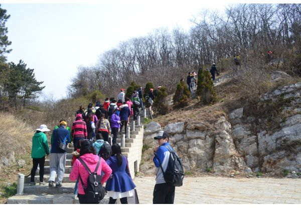 "The activity successfully attracted over 1900 customers to take part in ""Reaching Out to Nature""."