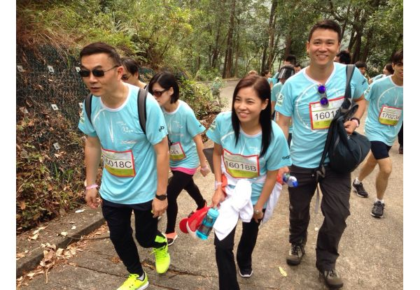 Mr. Philip Cheung, the Company's Managing Director, set a good example in action by leading staff to join the 12km marathon.