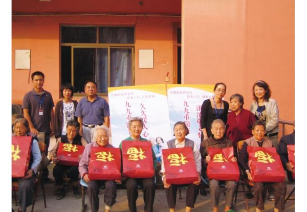 Dalian Store and Wuxi Store Hold Caring Activity for the Elderly